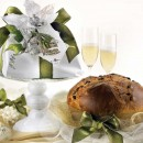 Amaretti Virginia Panettone in White and Green Wrap with Cake Stand